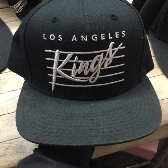 half off e26b1 264c1 Los Angeles Kings Mitchell   Ness SnapBack. M 5a63f861caab44d00e11fc61